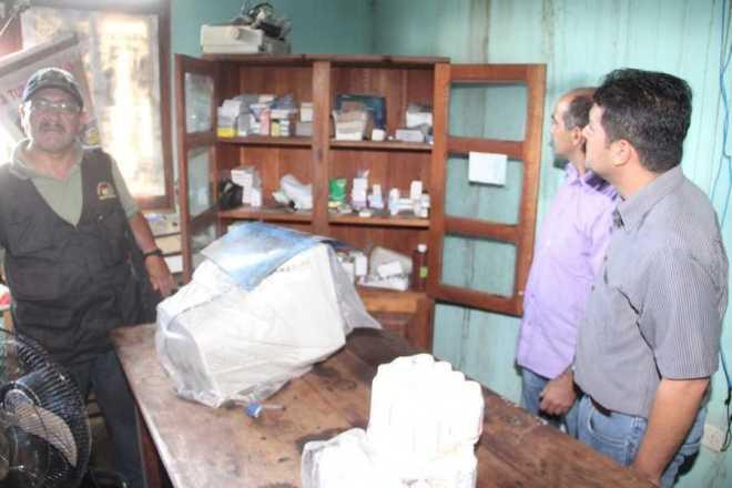 Prefeitos viram de perto que detentos estão sem qualquer condições de receber atendimento médico básico, pois estão sem ambulatório - Foto: Alexandre Lima