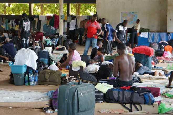 Imigrantes haitianos estão concentrados num galpão na cidade de Brasiléia (AC), fronteira do Brasil com a Bolívia, e vivendo em condições precárias, segundo a Igreja Católica em Rondônia informou em relatório - Foto: Alexandre Lima
