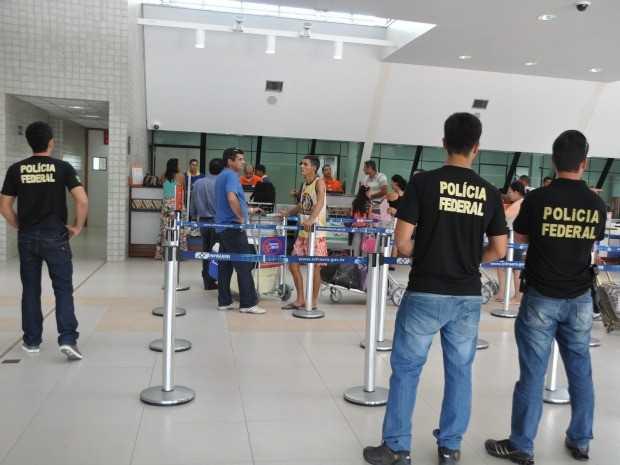 PF intensifica fiscalização a estrangeiros no aeroporto de Cruzeiro do Sul (Foto: Francisco Rocha/G1)