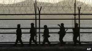Soldados sul-coreanos na fronteira; retórica belicista do Norte elevou tensões na região