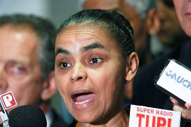 Ex-senadora Marina Silva, durante entrevista no Congresso onde tentava impedir votação de projeto que limita novos partidos - Alan Marques - 16.abr.2013/Folhapress