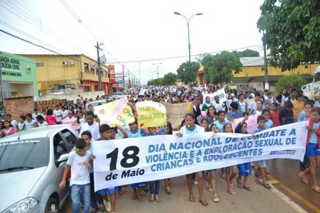 Caminha de Enfrentamento a Violência contra a C irança e Adolescente em 17 de maio de 2013 foto Wesley Cardoso (89)