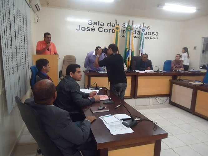 Damiao agradeceu emocionado, o reconhecimento da Camara de vereadores de Brasileia - Foto: Almir Andrade