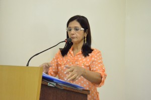 Secretária de Educação de Brasiléia, Alda Pacheco, durante a Sessão na Câmara de Brasiléia