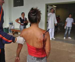 Marilene Gomes de Oliveira, 18 anos, que teve faca cravada nas costas