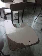 Cadeiras quebradas