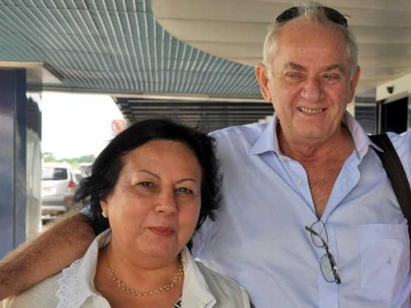 Orleir Cameli com a esposa, dona Bete, a cerca de dois meses no aeroporto de Rio/Branco Foto: Wania Pinheiro