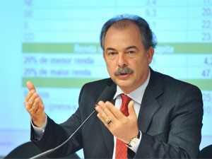 O ministro Aloizio Mercadante, durante audiência na Câmara dos Deputados (Foto: Antonio Cruz/ABr)