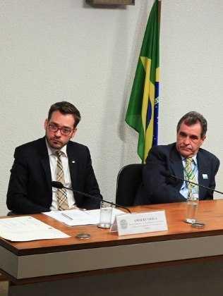 Amaury Oliva (esquerda), do Ministério da Justiça: 'parceiros estão investigando outros casos' - Foto:  Divulgação/Ministério da Justiça