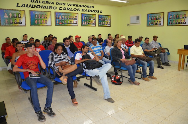 Plenária da Câmara ficou lotada durante o reinicio dos trabalhos dos vereadores de Brasiléia - Foto: Assessoria