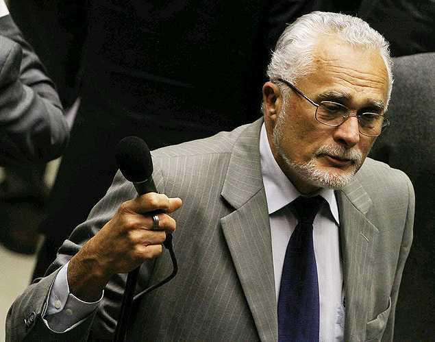 O deputado federal José Genoino (PT-SP); condenado no julgamento do mensalão, ele pediu aposentadoria por invalidez na Câmara - Andre Borges-16.jul.13/Folhapress