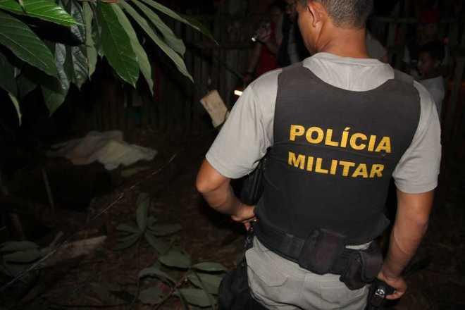 Criança foi localizada já sem vida dentro da fossa da propriedade vizinha - Foto: Alexandre Lima