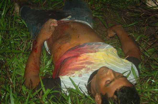 A vítima, Romário Souza da Silva, que foi assassinado com uma facada na região próximo ao coração