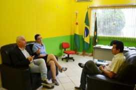 Prefeito Dr. Betinho recebe equipe do Instituto Dom Moacir em seu gabinete/Foto: Assessoria