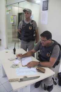 Policiais militares apreenderam o facão que estava com Josué - Foto: Alexandre Lima