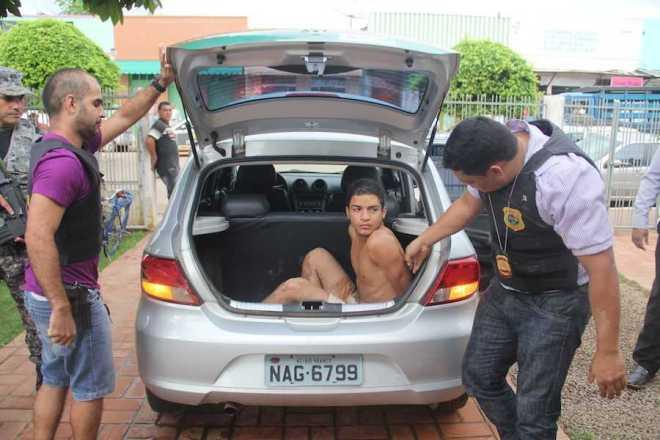 Raylan ainda tentou fugir pela porta dos fundos, mas foi detido. O acusado tem mais de 20 processos pendentes na Justiça acerana - Foto: Alexandre Lima