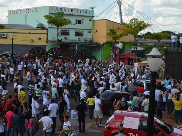 Divulgadores da Telexfree realizaram diversas manifestações em Rio Branco contra o bloqueio da empresa (Foto: Tácita Muniz/G1)