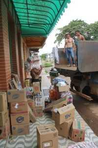 Os produtos foram retirados a tempo antes que parte dos comércios cedessem - Foto: Alexandre Lima