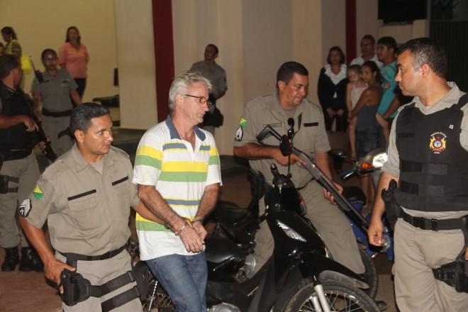 Momento em que Luiz, principal acusado embarcava de volta ao presídio e voltará no início de Abril para seu julgamento - Foto: Alexandre Lima