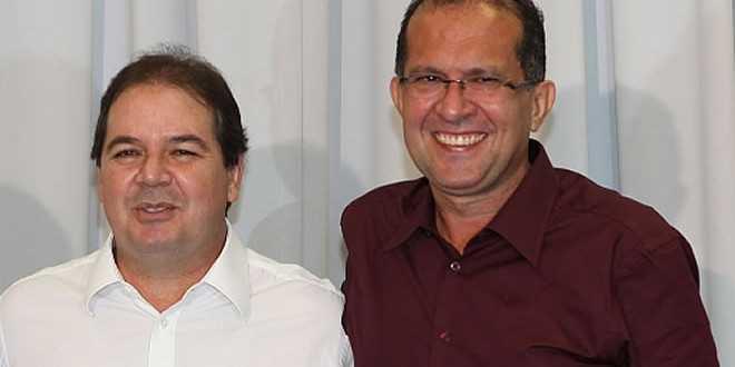Leonildo Rosas (d), assessora o governador do Acre, Sebastião Viana (e) - Foto: Divulgação