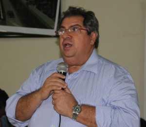 Mâncio Cordeiro prometeu que os comerciantes afetados seriam cobrados - Foto: arquivo