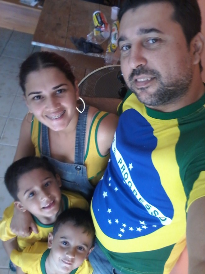 Advogado Dilsomar Campos, juntamente com sua esposa e filhos já estão no clima da Copa 2014