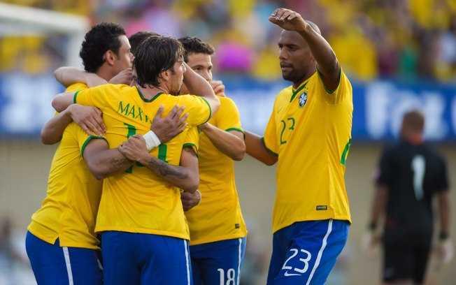 Jogadores da seleção brasileira comemoram um dos quatro gols marcados sobre o Panamá. Foto: Getty Images