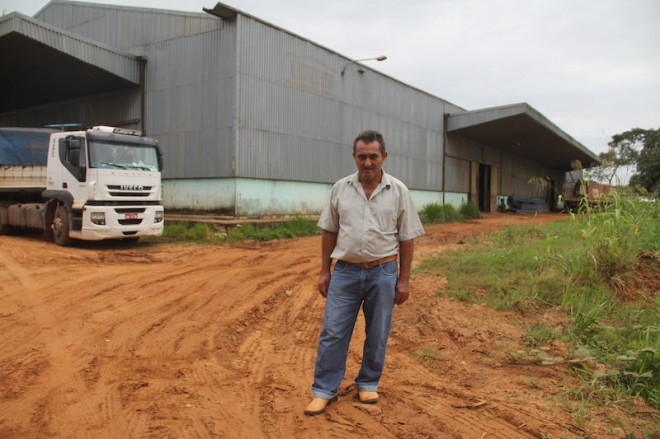 Seu Sabino não tem salário e paga do próprio bolso, a passagem para sair de sua casa localizada na zona rural