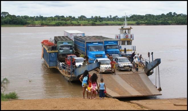 Acreanos terão que continuar fazendo travessia do rio Madeiras através das balsas