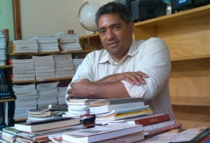 Edinei Muniz, professor e advogado questiona posição de senador petista - Foto: Divulgação