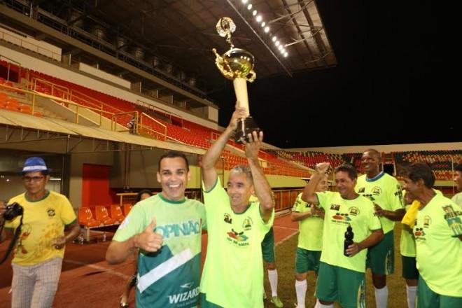 Jornalista do Acre e Rondônia durante entrega do troféu, na Arena da Floresta