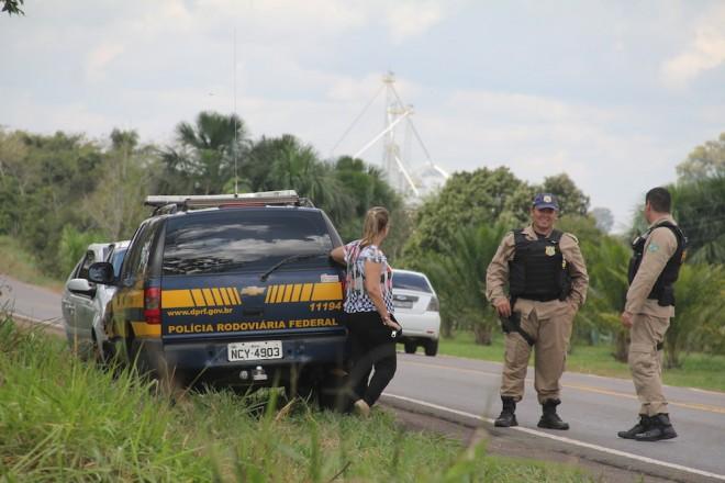 Agentes da PRF e a proprietária foram até o local do acidente - Foto: Alexandre Lima
