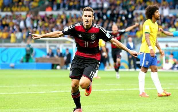 Recordista: Klose comemora 16º gol em Copas, um à mais que Ronaldo (Foto: Getty Images)