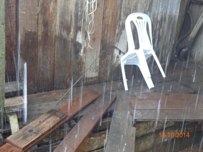 Momento em que a chuva de granito caia na propriedade do técnico agrícula, localizada na BR 317, km 40.