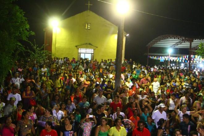 Santuário recebeu muitos fieis e participaram da missa campal - Foto: Alexandre Lima