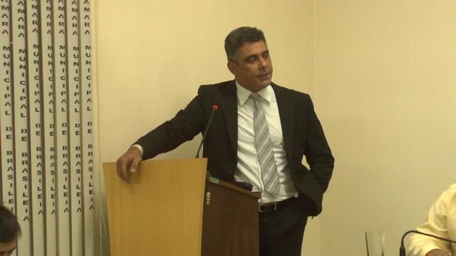 Valadares Neto coloca seu cargo como assessor jurídico da Casa a disposição para concorrer no pleito de 2016 - Foto/captura