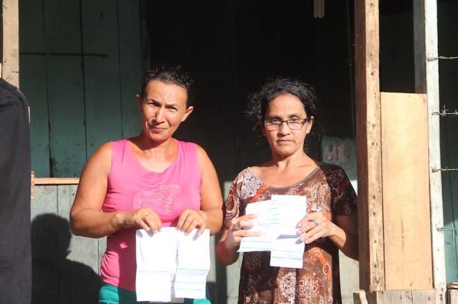 Dona Raimunda e Denise reclamam da conta de energia que subiu mais de 100%