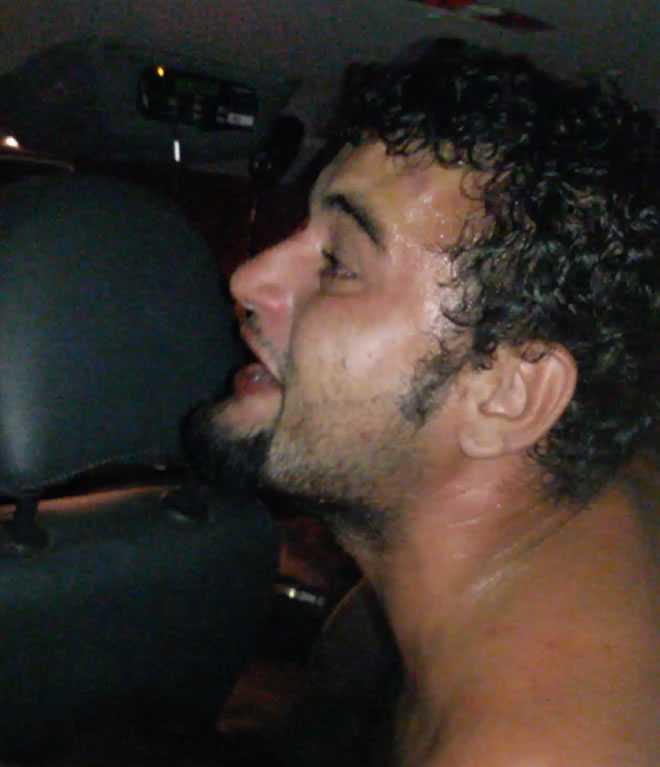 Momento da detenção de Gilson após ser imobilizado pelos policiais- Foto: Celular/cedida