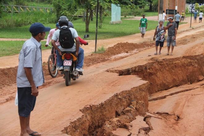 Mototaxistas e transeuntes estão colocando suas vidas em risco - Foto: Alexandre Lima