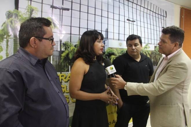 Gina Menezes sendo entrevistada pela equipe do oaltoacre.com/Foto:arquivo