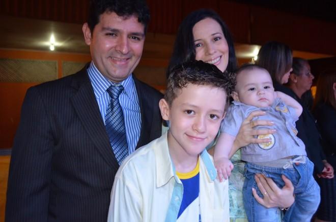 Prefeito André Hassem esteve presente com sua esposa e filhos durante o evento - Foto: Ana Freita