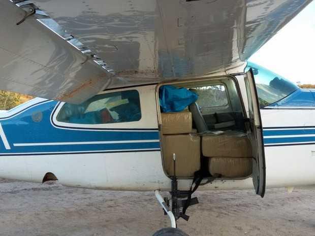 Avião foi apreendido pela Polícia Federal na zona rural do município de Pedra Branca (Foto: Polícia Federal/Divulgação)