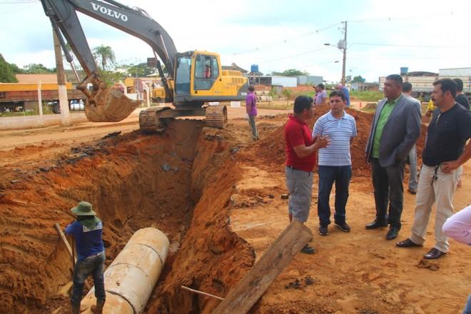 Prefeito André Hassem esteve no local dos trabalhos acompanhado com vereadores do município - Foto: Alexandre Lima