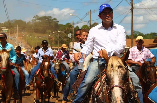 Prefeito de Epitaciolândia comandou a cavalgada desde o início - Fotos: Alexandre Lima