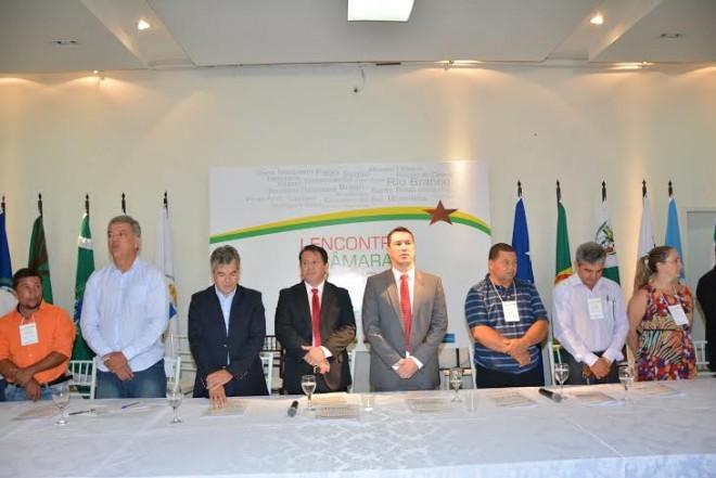 Senadore Petecão (PSD) e Jorge Viana, além do presidente da Aleac, Ney Amorim (PT) prestigiaram o evento/Foto: Selmo Melo/ContilNet