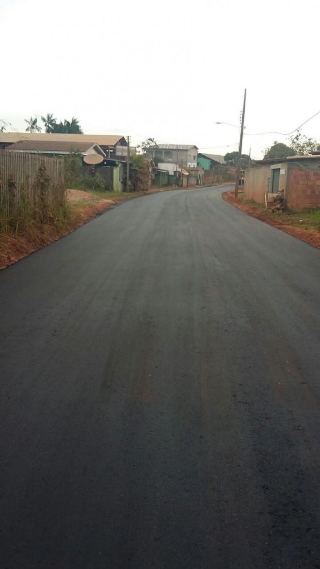 Rua Valdemir Lopes recebeu sua primeira etapa de asfalto.