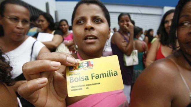 Usuários do Bolsa Família em Salvador(Welton Araújo/Agência A Tarde/AE/VEJA)