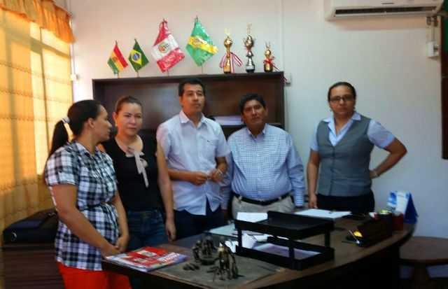 Prefeito de Assis Brasil, Dr Betinho e de Iñapari (Peru), Afonso Mansuli, durante reunião para organização da festa que será realizada no lado peruano - Foto: Assessoria.