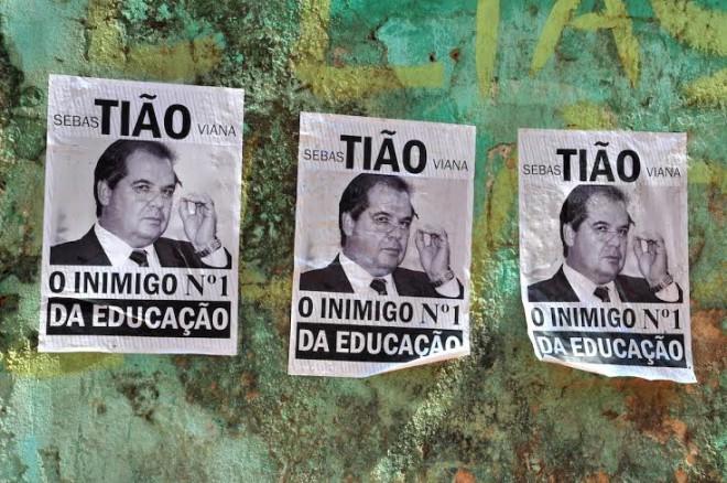 Muros da cidade amanheceram com cartazes contra o governador Foto: Altino Machado