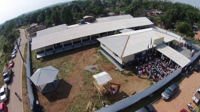 Momento em que o prefeito Everaldo Gomes na companhia de secretários e convidados oficializaram a entrega do novo prédio - Foto: Lair Sabino/ascom